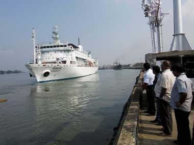Boat carrying medical aid arrives in Yemens port of Aden
