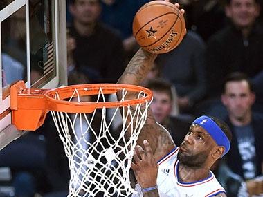 NBA: LeBron James hits buzzer beater to lift Cavs past Bulls