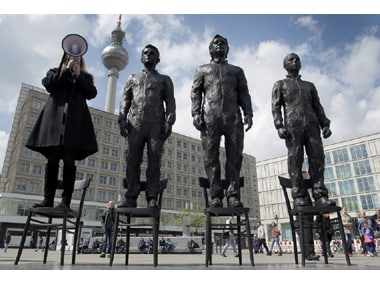 Anything to say: Snowden, Assange and Manning statues unveiled in Berlin