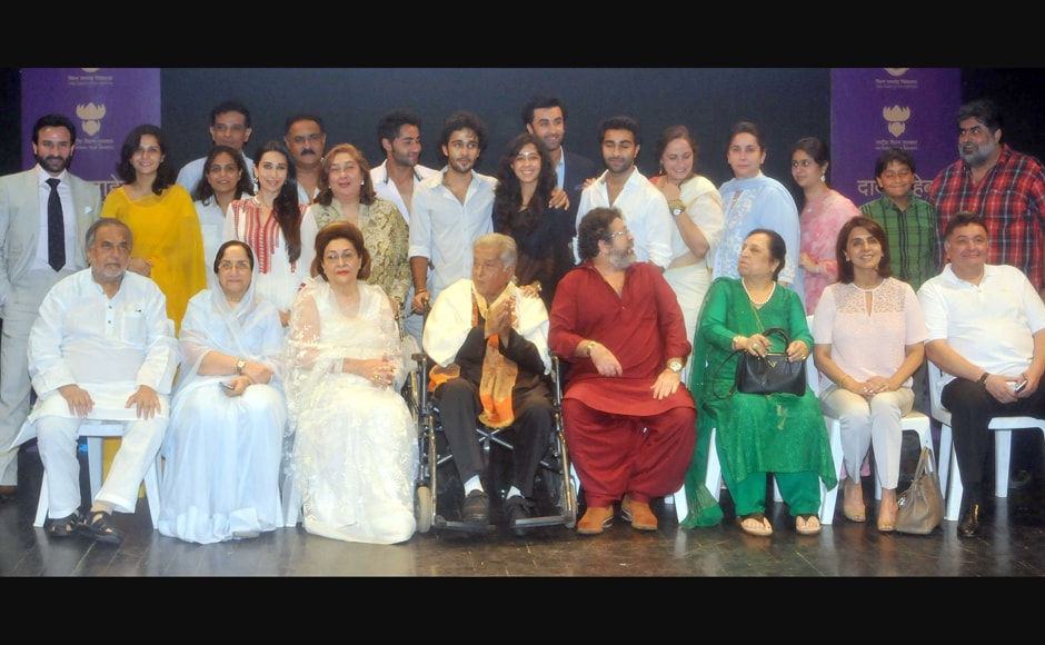 Shashi Kapoor poses for a family photo with all the Kapoors and their extended family. This is the third Dadasaheb Phalke Award for the illustrious Kapoor family after Shashi's father Prithviraj Kapoor and elder brother Raj Kapoor. Sachin Gokhale/Firstpost