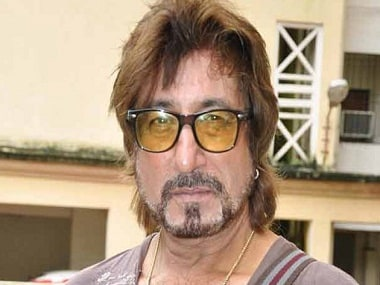 complaint-against-shakti-kapoor-for-smoking-in-public_040614114302