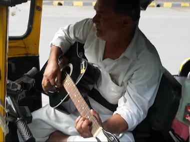 Watch: Nostalgic auto driver plays riders guitar, reminisces about good old days