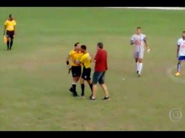 Who needs a red card: Watch Brazilian football referee brandish pistol at player