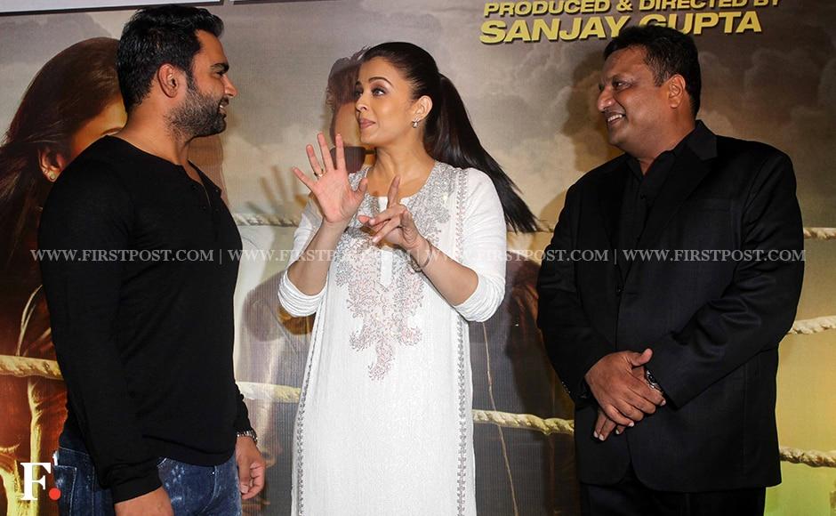 Aishwarya Rai Bachchan attends special screening of Jazbaa with family