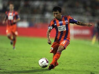 Jackichand Singh Telem of FC Pune City in action against Delhi Dynamos. ISL