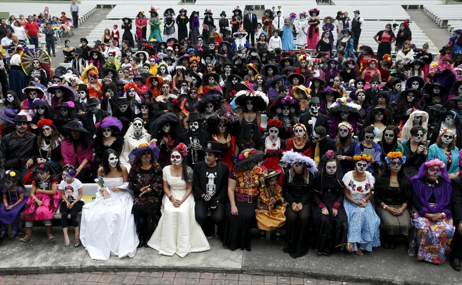 "People with their faces painted to look like the popular Mexican figure called ""Catrina"" take part in the annual Catrina Fest in Mexico City November 1, 2015. According to participants, about 310 women gathered at the Catrina Fest, where women dressed to look like ""Catrina"", a character also known as ""The Elegant Death"", created by Guadalupe Posada in the early 1900s. Mexicans celebrate the annual Day of the Dead on November 1 and 2. REUTERS/Carlos Jasso - RTX1UB67"