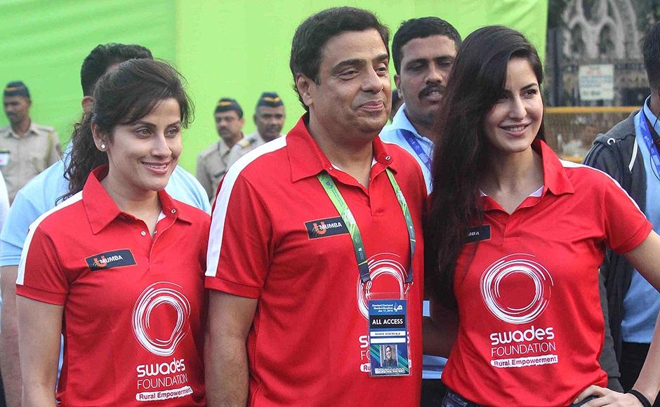 Bollywood actor Katrina Kaif and Ronnie Screwvala, CEO, UTV Group during the Standard Chartered Mumbai Marathon 2016 in Mumbai, India on January 17, 2016. (Pravin Utturkar/SOLARIS IMAGES)