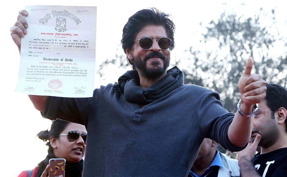 Shah Rukh Khan collects his graduate degree from Hansraj College, Delhi University
