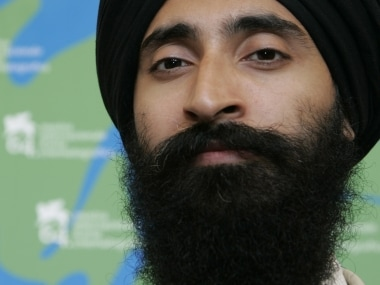 Sikh-American actor Waris Ahluwalia flies home wearing his turban following controversy