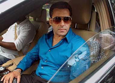 SC issues notice to Salman Khan over 2002 hit-and-run case following Maha govt plea