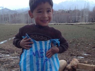 Five-year-old Murtaza Ahmadi idolises Messi. Image Credit: Twitter/ @messi10stats