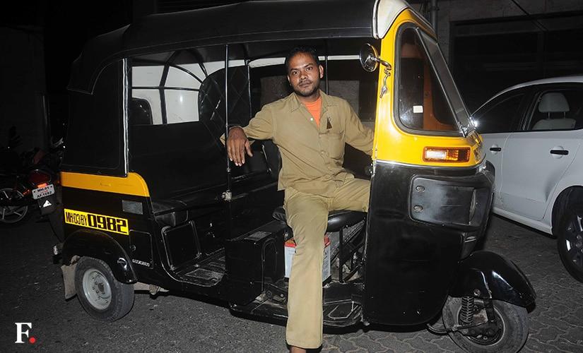02_Sanjay-Dutt-an-AutoRickshaw
