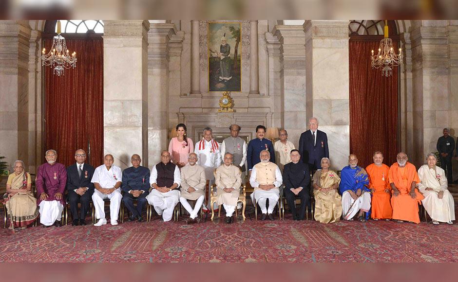 The President, Shri Pranab Mukherjee, the Vice President, Shri M. Hamid Ansari, the Prime Minister, Shri Narendra Modi and the Union Home Minister, Shri Rajnath Singh with the awardees, at a Civil Investiture Ceremony, at Rashtrapati Bhavan, in New Delhi on April 12, 2016.