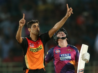 Ashish Nehra celebrates after dismissing Adam Zampa off the last ball of Pune's innings to seal Hyderabad's narrow win. Sportzpics/IPL
