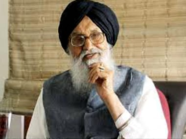 Punjab Assembly ruckus: Parkash Singh Badal visits AAP MLAs in hospital, calls incident shocking