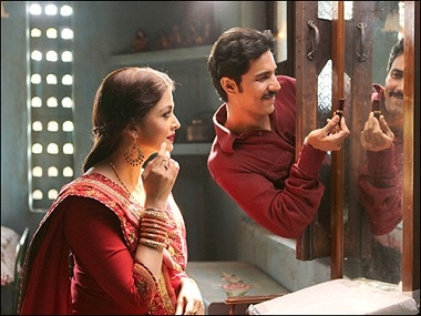 People talk about Aishwarya Rais beauty more: Sarbjit director Omung Kumar