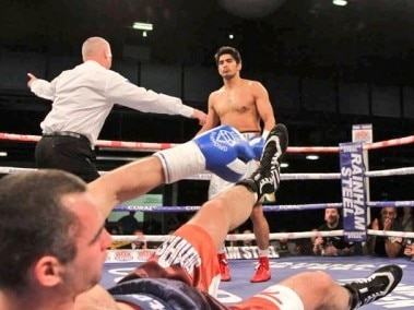 Vijender Singh wins his sixth straight pro fight. Image courtesy: Twitter/@boxervijender