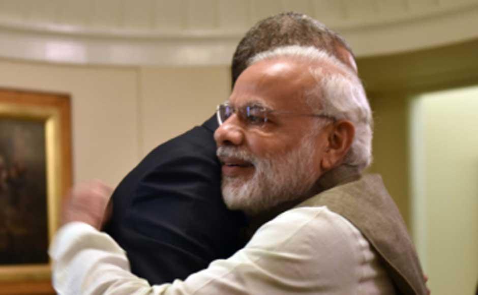 Howdy friend! US President Barack Obama welcomes Prime Minister Narendra Modi with a warm hug. Image courtesy MEA