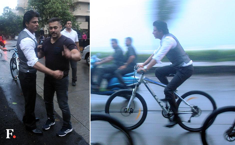 Salman and SRK give permission to Firstpost photographer Sachin Gokhale on clicking them together.