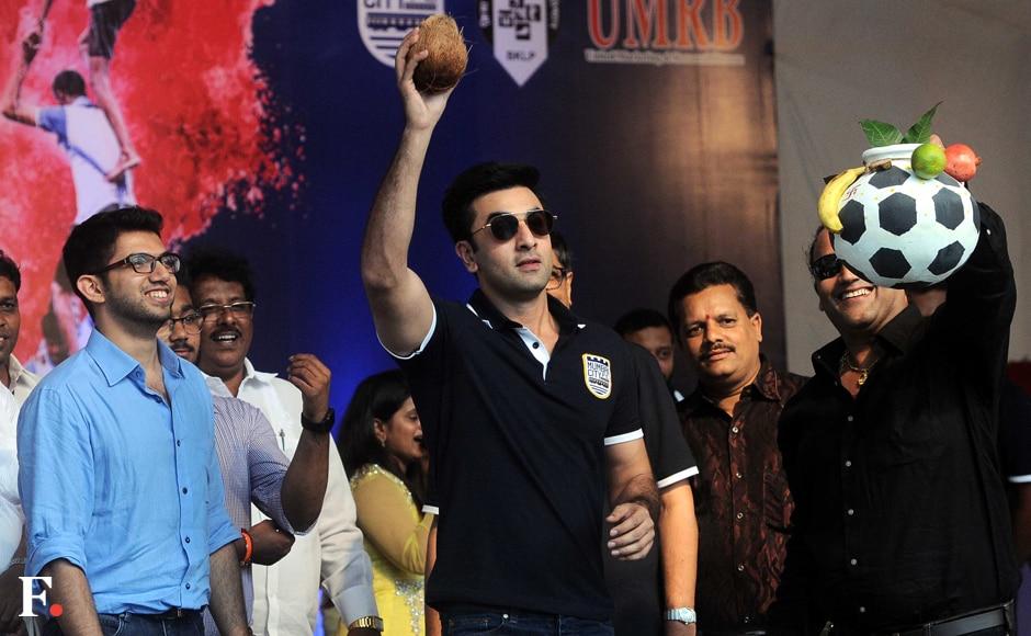 Ranbir Kapoor celebrates Janmashtami with Aditya Thackeray; breaks Dahi Handi