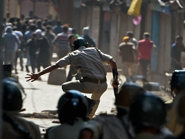 Separatists plan march as curfew in Kashmir continues
