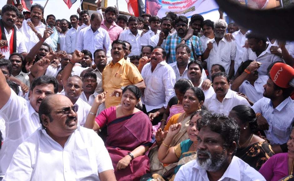 DMK Chief M Karunanidhi's daughter and Rajya Sabha MP Kanimozhi raises slogans during a protest over Cauvery water issue in Chennai on Friday. V. Srinivasulu