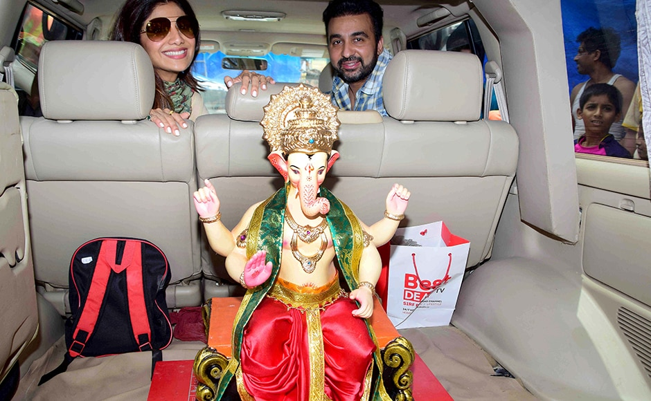 Bollywood actor Shilpa Shetty along with her husband Raj Kundra arrive at Murtikar Santosh Kambli Workshop in Chinchpokli to collect an idol of Ganesh for installation, in Mumbai. Solaris images