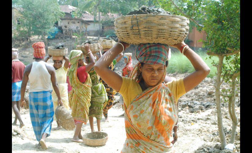 Daily wage labourers in Singur. Firstpost/Saadia Azim