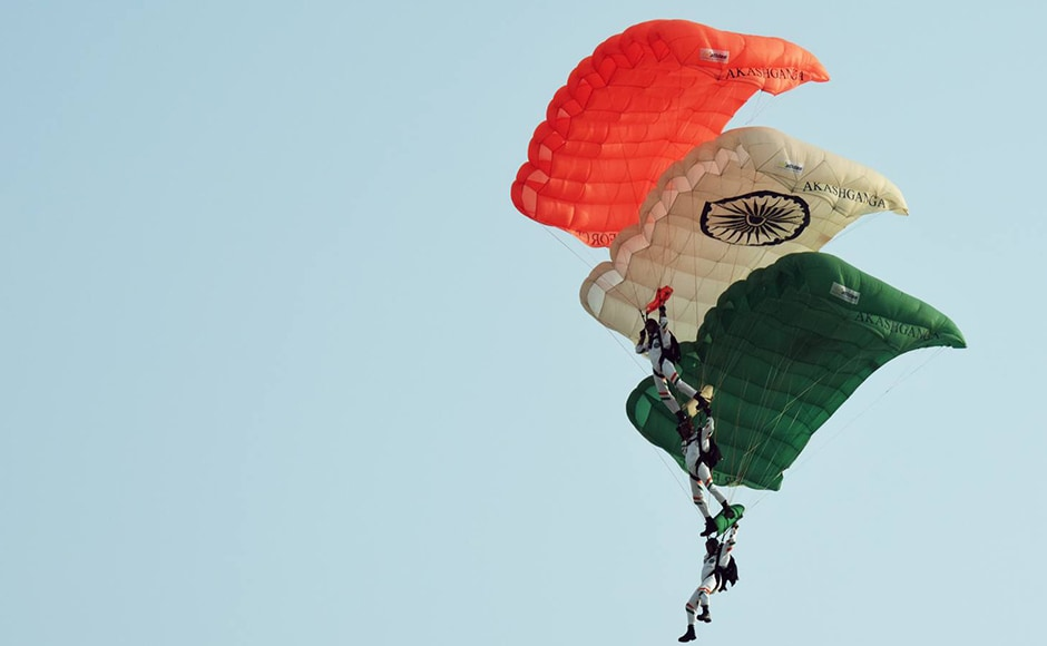 The event started with the Akash Ganga Para jumping team. The air display, which included all advance fighters, choppers and transport aircraft, also included vintage Tiger Moth and Harvard. Naresh Sharma