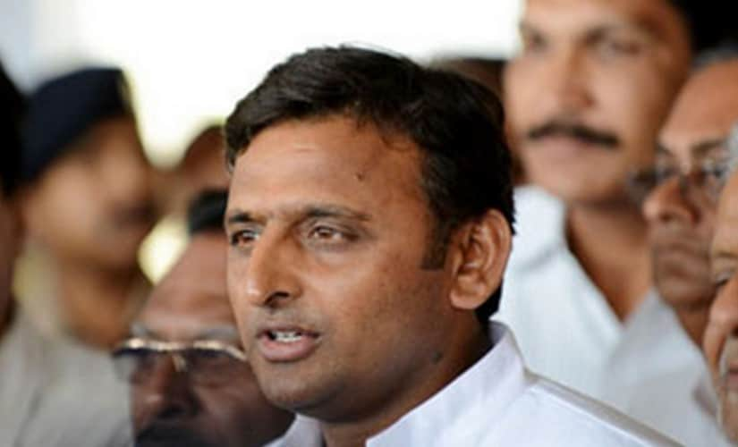 Akhilesh Yadav cautions people against BJP, BSP ahead of the 2017 UP election