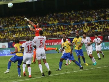 Delhi Dynamos FC goalkeeper Antonio Baltasar Doblas in action against Kerala Blasters. ISL