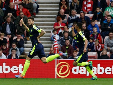 Premier League: Arsenal, Manchester City forge ahead; Tom Heaton thwarts Manchester United