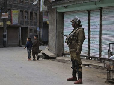 Kashmir unrest: Increase in weapon-snatching incidents raises insurgency worries