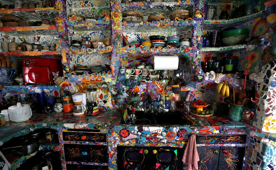 The kitchen of artists Gonzalo Duran and Cheri Pann's Mosaic Tile House in Venice, California, US. Image from Reuters