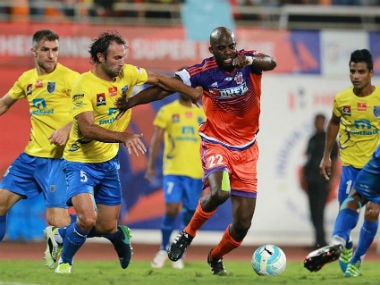 FC Pune City's Mohamed Sissoko vying for the ball against Kerala. Image courtesy: Twitter/ @IndSuperLeague