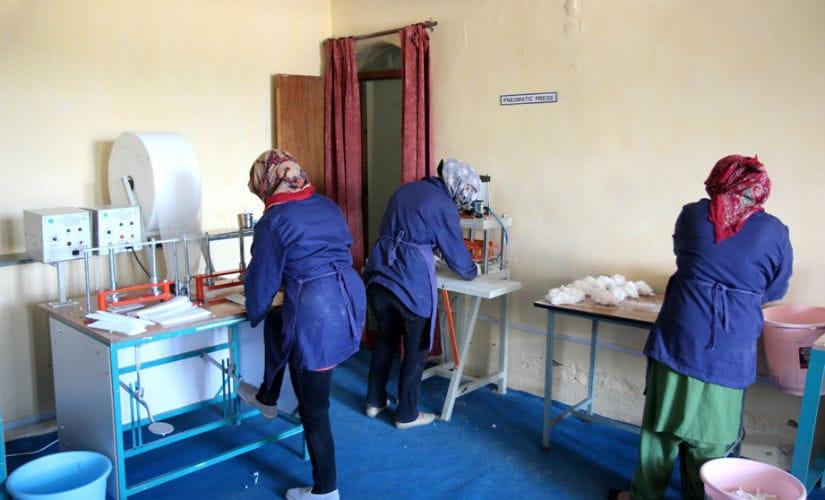 making sanitary napkins at WEC, Leh. Image courtesy: Sanjeev Nayyar