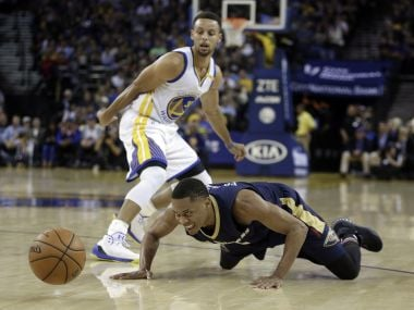 Steph Curry battles with Tim Fraziers from New Orleans Pelicans. AP