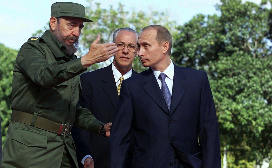 Cuban President Fidel Castro, left, welcomes Russian President Vladimir Putin to Cuba 14 December, 2000 at the Palace of the Revolution in Havana, Cuba. Putin is the first President of Russia to visit Cuba since the fall of the Berlin Wall. (Photo: Newsmakers)