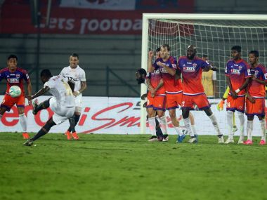 ISL 2016: NorthEast United revive semifinal hopes thanks to narrow win over FC Pune City