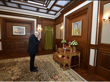 PM Modi en route Japan, stopped over shortly in Thailand to pay his tribute to the late Thai king. Twitter