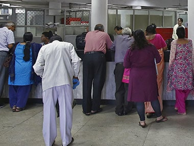 Rs 500, Rs 1000 banned: Depositing your notes may not be an easy affair; expect ruckus at banks