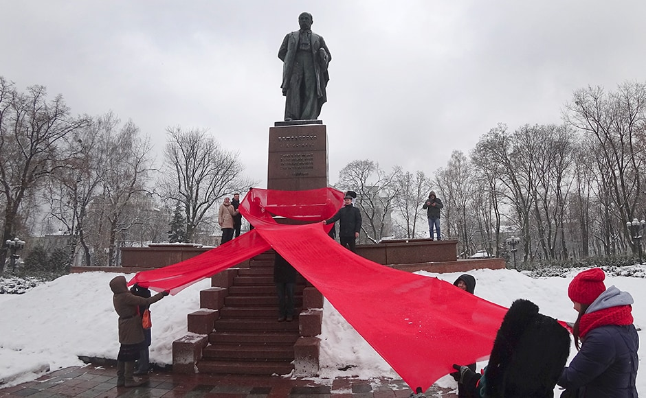 In Ukraine, the Activists remembered those who had lost their lives due to HIV/AIDS by holding a huge red ribbon in front of a monument to Taras Shevchenko, famous Ukrainian poet to mark the 'World AIDS Day' and in memory of those who have died of AIDS. AP
