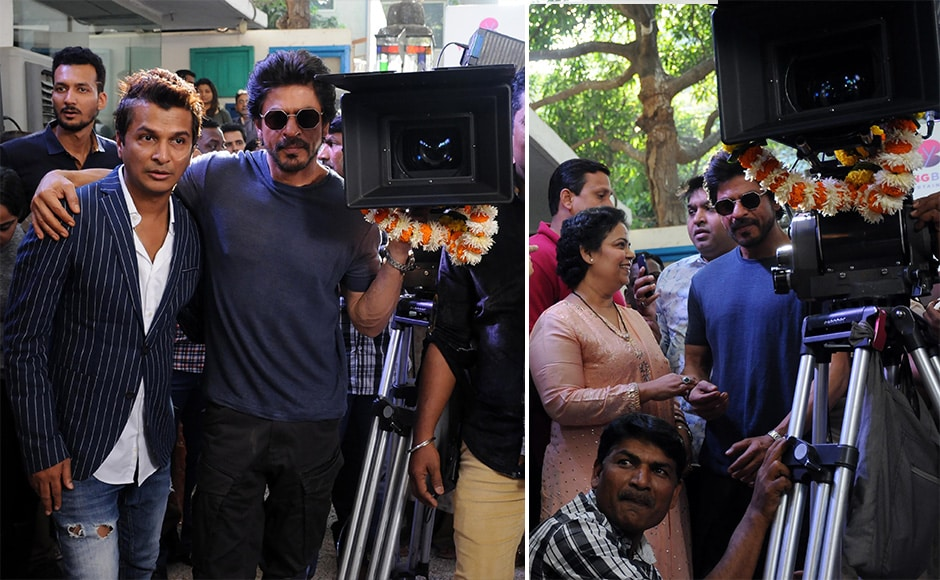 Here, Shah Rukh is seen with Vikram Phadnis, as the first shot of the film was set up. Images by Sachin Gokhale / Firstpost