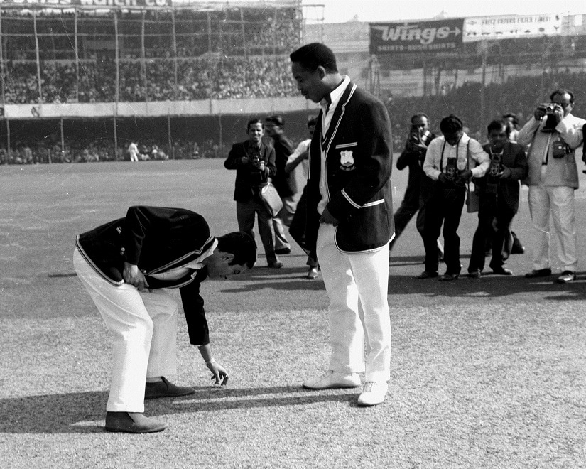 The romance of the toss in the 1960s: Mansoor Ali Khan Pataudi and Gary Sobers at Calcutta; January 1967, courtesy Aloke Mitra