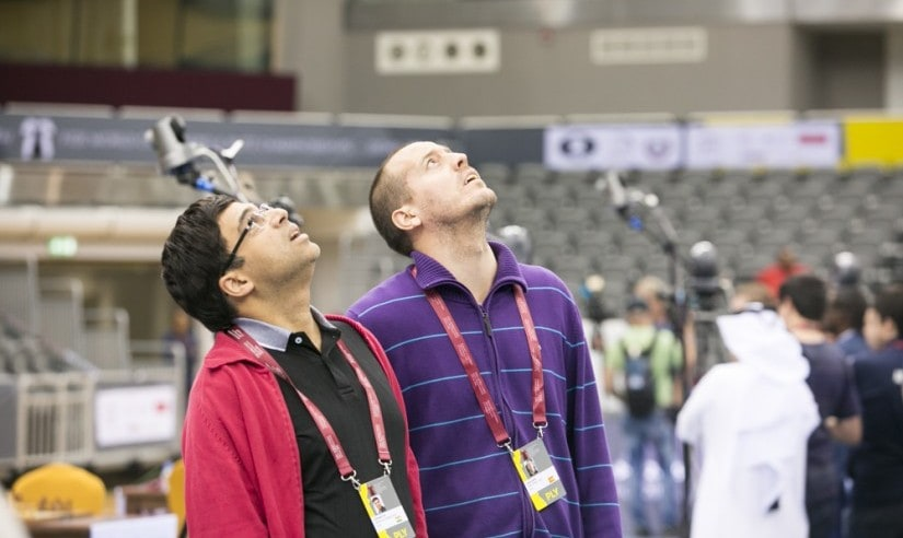 What's wrong with the roof? Viswanathan Anand with Spanish GM Vallejo Pons (image courtesy: Maria Emelianova)