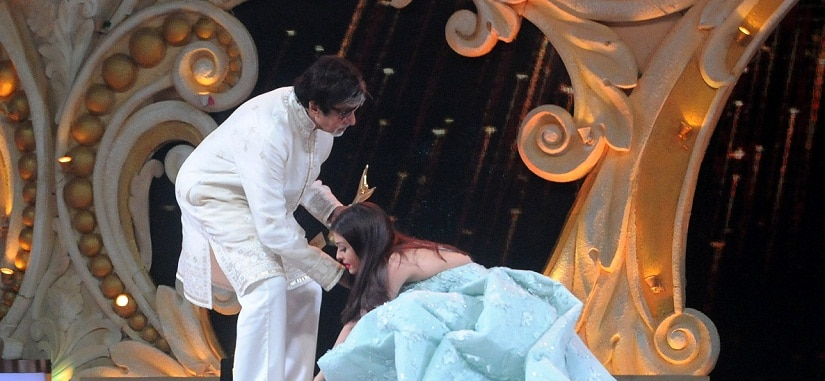 Amitabh Bachchan receives the Best Actor of The Year award from Aishwarya Rai Bachchan. Sachin Gokhale/Firstpost