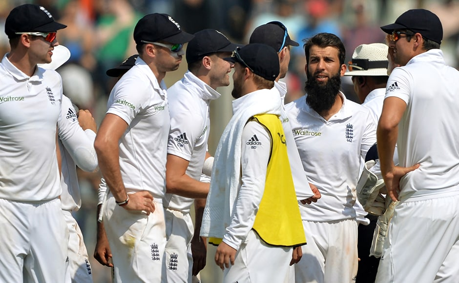 England's Moeen Ali (2R) celebrates with teammates after the dismissal of India's Karun Nair on Day 3 of the 4th Test in Mumbai. AFP