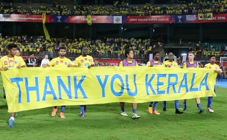 Kerala Blasters FC hold a thank you banner during the Final of the Indian Super League (ISL) season 3 between Kerala Blasters FC and Atletico de Kolkata held at the Jawaharlal Nehru Stadium in Kochi, India on the 18th December 2016. Photo by Vipin Pawar / ISL / SPORTZPICS