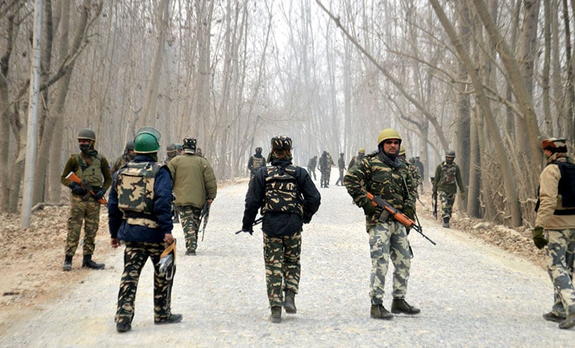 Anantnag encounter: Kashmir civilians efforts to assist militants are severely hampering security ops