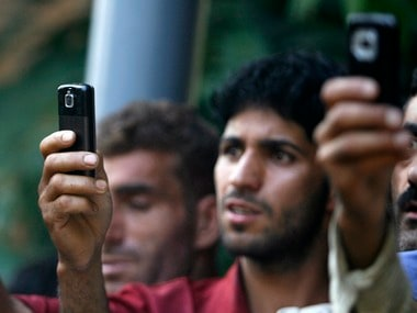 Old mobile phones bought and sold mostly by millennials, finds OLX study